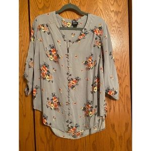 Torrid - Light Grey Floral Button Down - Size: 1